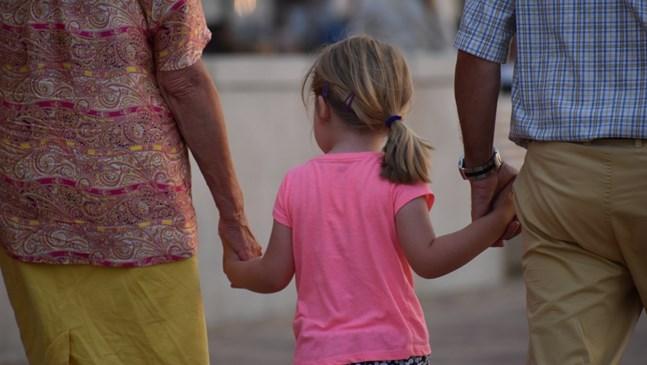 Родителите могат да искат бавачка от държавата до 2023 г.