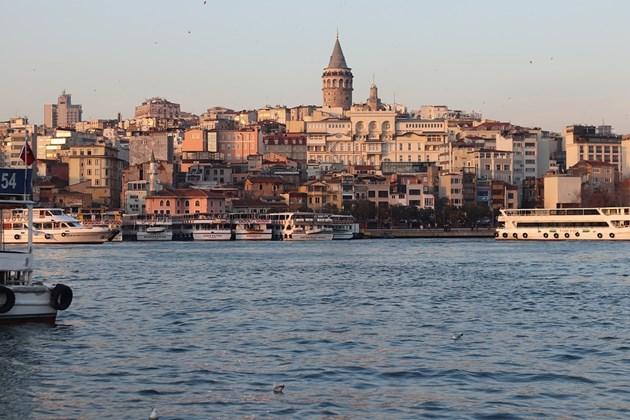 Порой и наводнения в Истанбул, човек е загинал