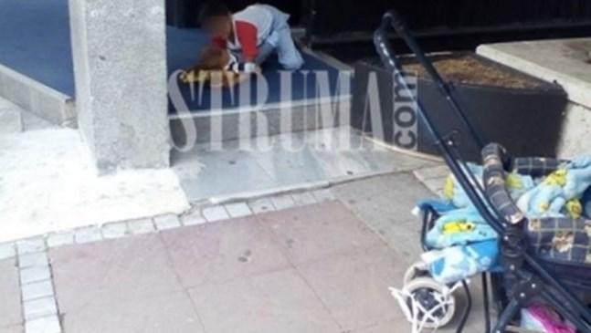 Майка пилее пари в казино в Благоевград, остави бебе и 4-годишно отвън