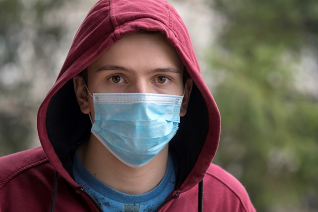 Отпадат маските за имунизирани на редица места (Видео)
