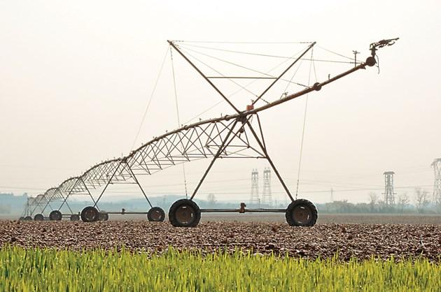 Дъждовните култури все повече зависят от напояването поради глобалното затопляне и продължителни периоди на суша, но водата е все по-оскъдна в много части на света