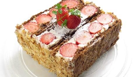 Бутер сладкиш със сметана и ягоди