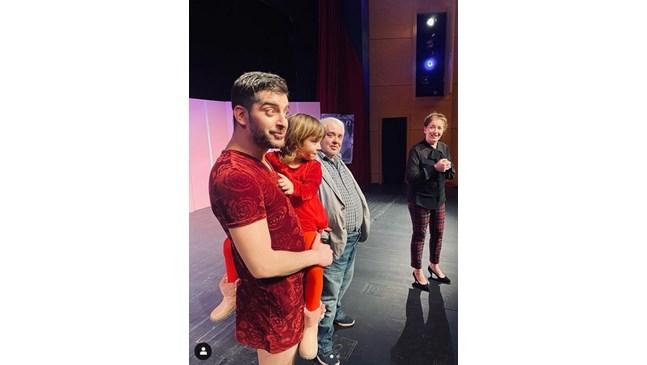Дъщерята на Сашо Кадиев на сцената с него в Пловдивския театър