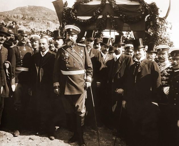 Цар Фердинанд и премиерът Александър Малинов на обявяването на независимостта
