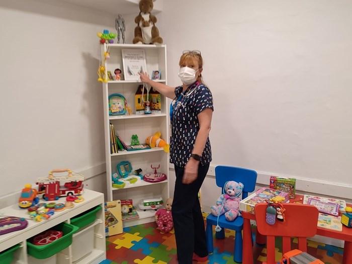 Д-р Каспарян е доволна, че малките пациенти в отделението вече имат кът за игра.