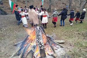 Огньове топлиха празнуващите в сърцето на Странджа.