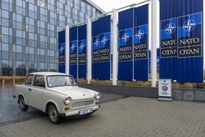 Днес реплика на историческия трабант е паркирана пред централата на НАТО в Брюксел.