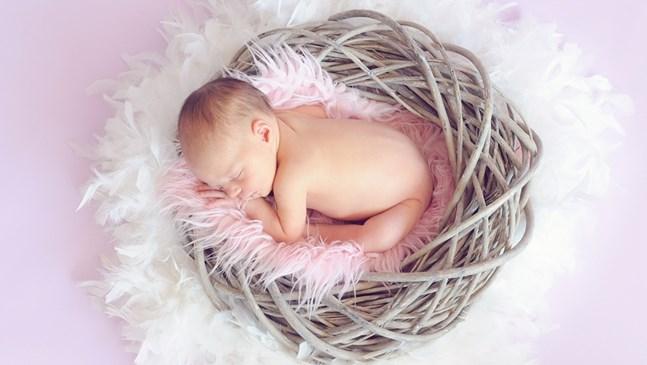 Вредно ли е за бебето посрещането на гости у дома след раждането му?