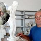 Скулптор съживява дядо Добри