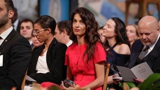 Амал Клуни ослепителна на връчването на Нобеловите награди за мир