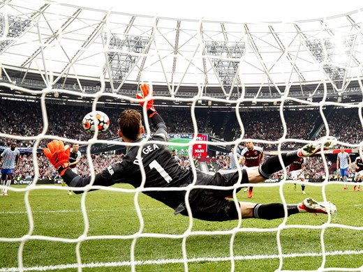 """Роналдо няма спирка, Де Хеа спаси """"Юнайтед"""" - хвана инфарктна дузпа след 40 поредни гола"""