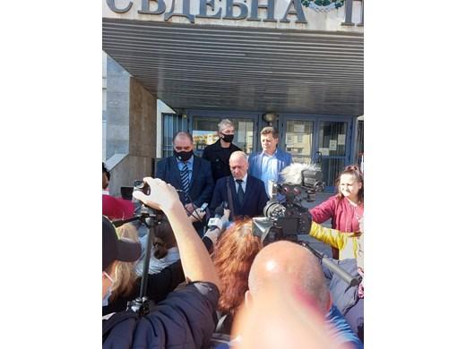 Баща и син германци от Соколово убиха,  нарязаха и сложиха във фризер сънародник (Обзор)