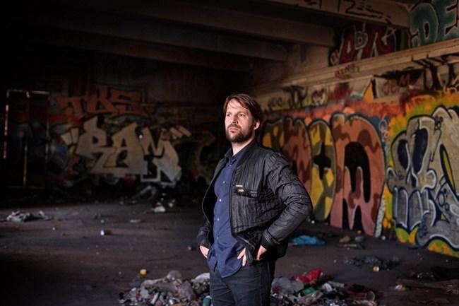 """Рене Реджепи е сигурен, че е открил идеалното място за новия """"Нома"""" - изоставена сграда в хипарския квартал """"Кристияния"""", характерен с графитите си."""