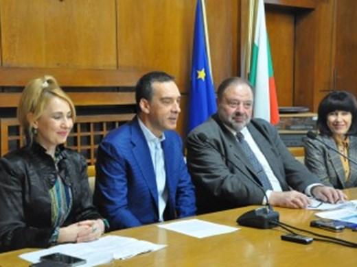 Изявени дентални специалисти консултират безплатно в Бургас на 20 март