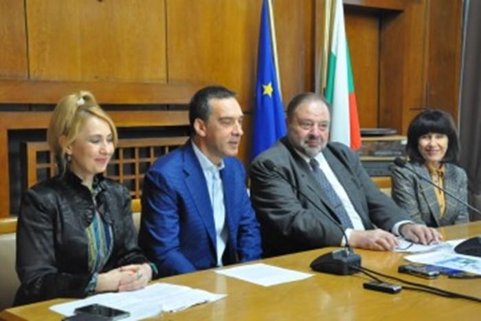 Кметът Димитър Николов и д-р Николай Шарков обявиха събитията, които стоматолозите организират на 20 март в Бургас.