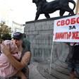 Щерка и внучка протестират за свободата на Митьо Очите