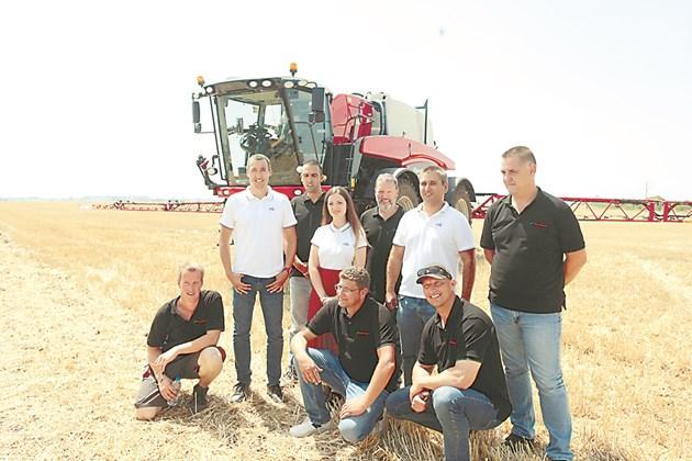 Екипът на НИК заедно с представителите на Kverneland Снимка: Андрей Белоконски