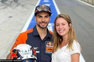 Мотористът Мигел Оливейра съобщи в инстаграм, че очаква дете от дъщерята на мащехата си.