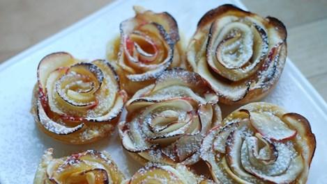 Печени ябълки с орехи и канела