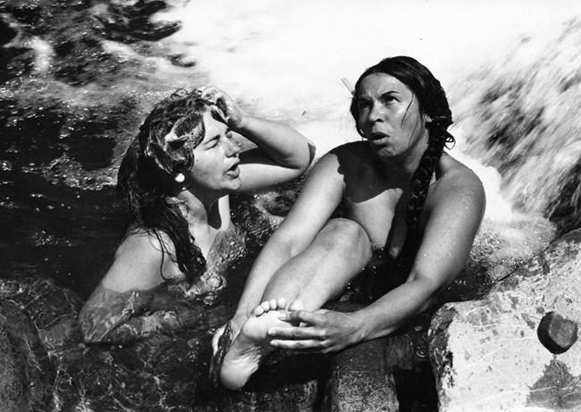 """Фотографираната във филма """"Привързаният балон"""". Тя е първата актриса снимала се гола в киното ни."""