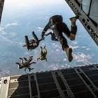 Жена оцеля при падане от 1,5 км, парашутът й не се отвори