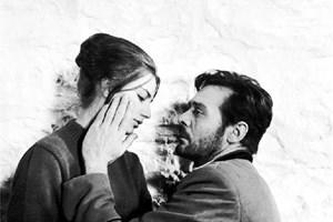 Първоначално друга актриса е трябвало да изиграе ролята на комендантската съпруга Лиза. Боян Дановски дори отказва да пусне Коканова на снимки сърдит, че я разиграват, а после пак се спират на нея. Във филма участват още Михаил Михайлов, Наум Шопов, Людмила Чешмеджиева. Музиката е на Симеон Пиронков.