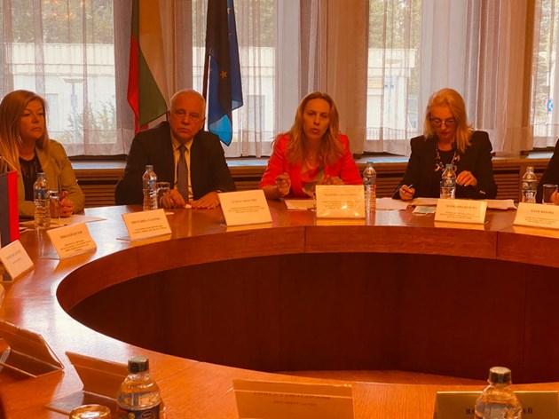Вицепремиерът Николова в Москва: Надявам се скоро да възстановим въздушните връзки