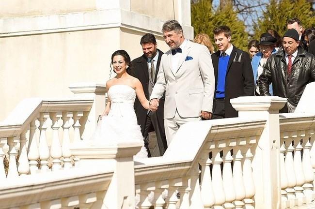 """Сериалът """"Ние, нашите и вашите"""" започна със сватбата на Лили (Елена Петрова) и Христо (Кирил Ефремов)"""