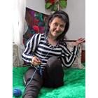 Болното момиче, което плете с крака, завърши 10-и клас