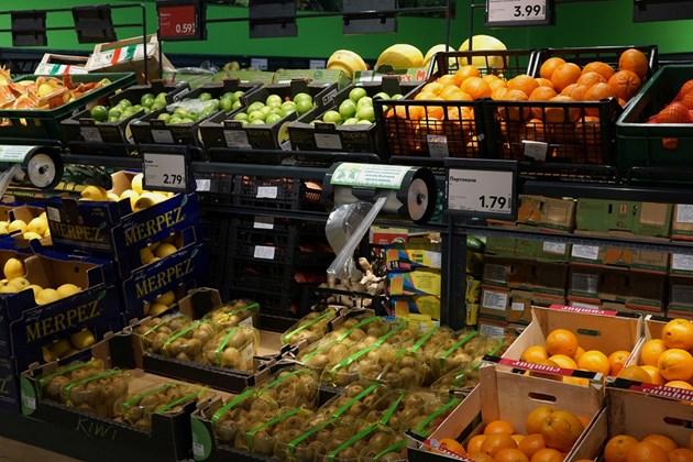 Без нарушения в първия ден от проверките на веригите за стоки от български фермери