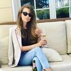 Станкулова отпива шампан за 100 лв.