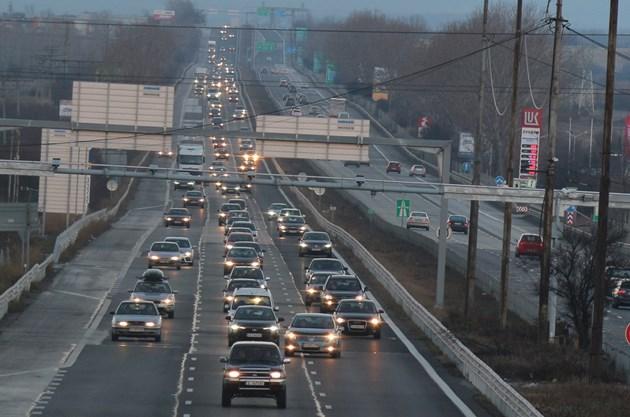 Кметове ще забраняват замърсяващи коли да влизат в градовете им