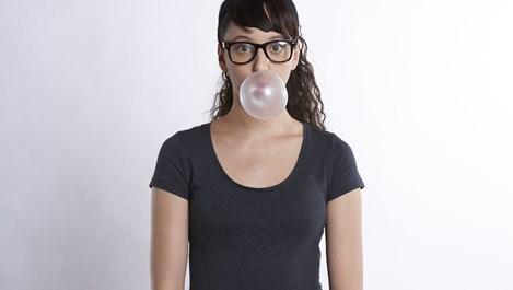 Как да отстраним дъвката от дрехите