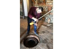В много райони на Кахетия виното продължава да се прави по непроменена от векове технология.