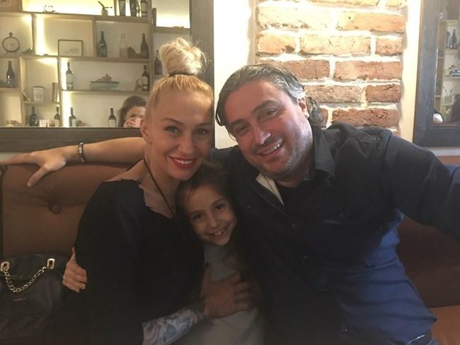 Джуди, Елена и  дъщеря им Беатрис