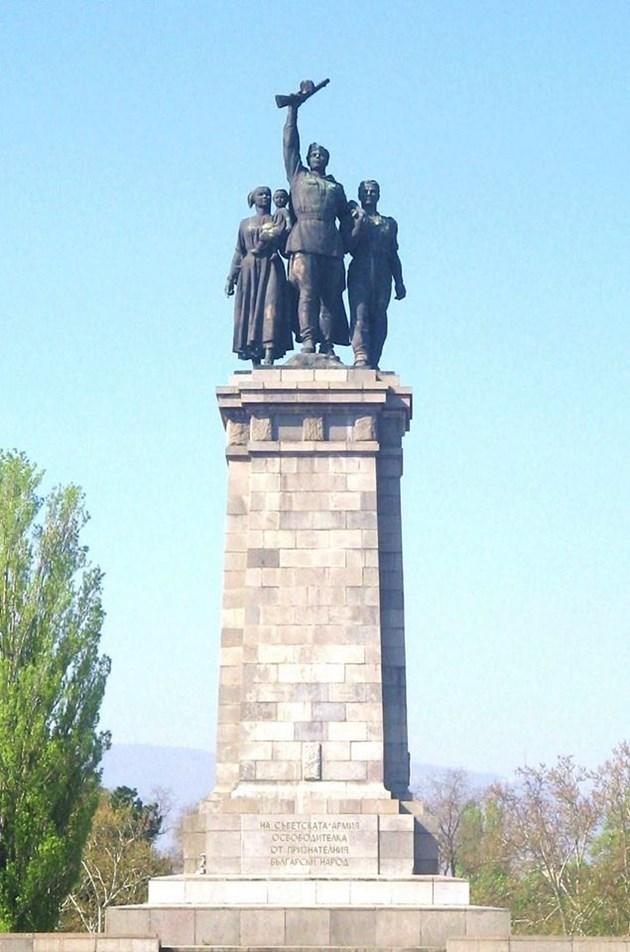 Шефът на Камарата на архитектите Борислав Игнатов предлага: Камбана вместо Паметника на съветската армия