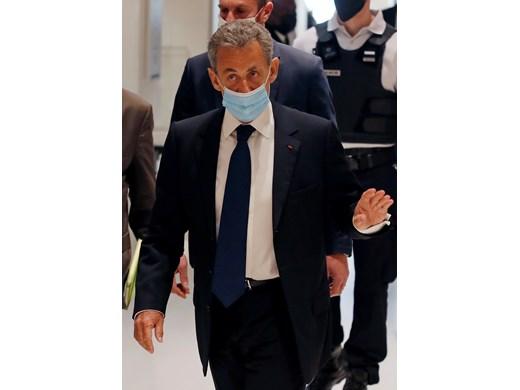 Отмъщение на магистрати ли превърна бляскавия Саркози в затворник?