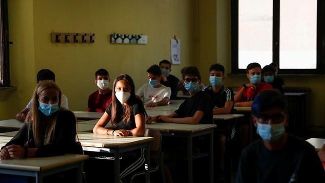 62 случая на COVID в 8 детски градини и 9 училища в Русенско