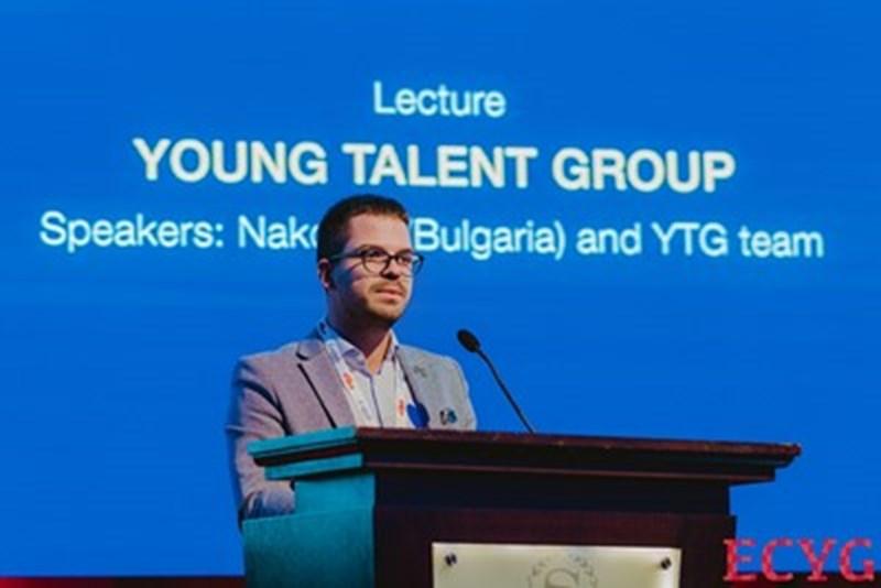 Младият лекар  Радислав Наков се изказва на научен форум.