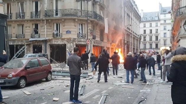 Газова експлозия в хлебарница в Париж, има ранени (Снимки, видео)