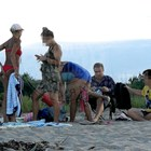 Фенове налазиха комик на плажа