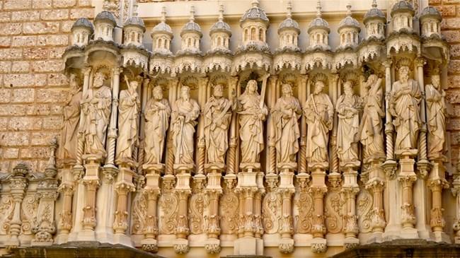 Красива декорация вътре и отвън на базиликата