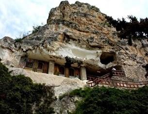 Аладжа манастир се руши