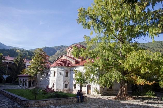 2019 яйца раздават в Бачковския манастир