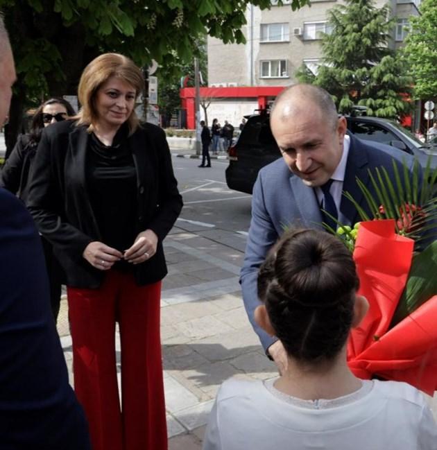 Десислава Радева придружи съпруга си в Първомай. Снимка president.bg