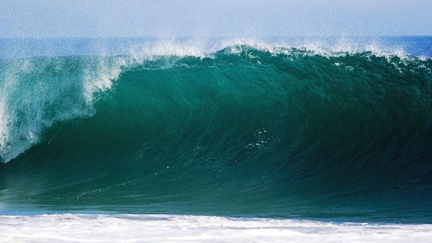 """Огромни вълни заляха плажовете на """"Смокиня"""" и """"Каваци"""", влизането в морето - забранено (Видео)"""