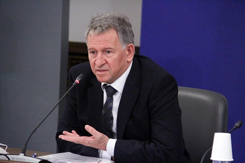 Служебният здравен министър д-р Стойчо Кацаров