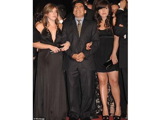 Марадона - един брак, два годежа и 11 деца