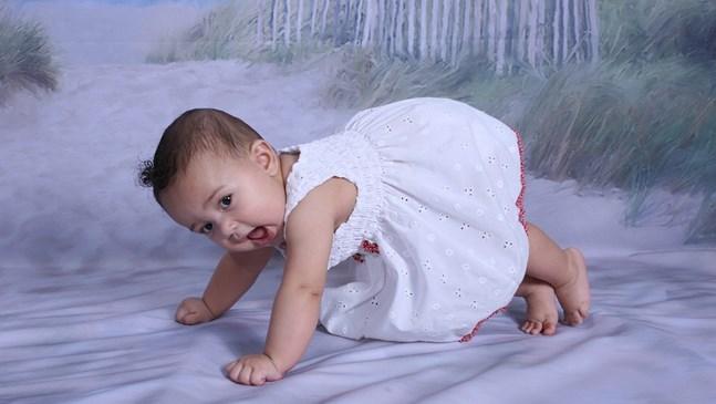 Как да обличаме бебето според температурата навън