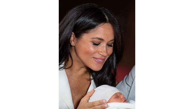 Меган и Хари публикуваха снимка на крачетата на Арчи за американския Ден на майката